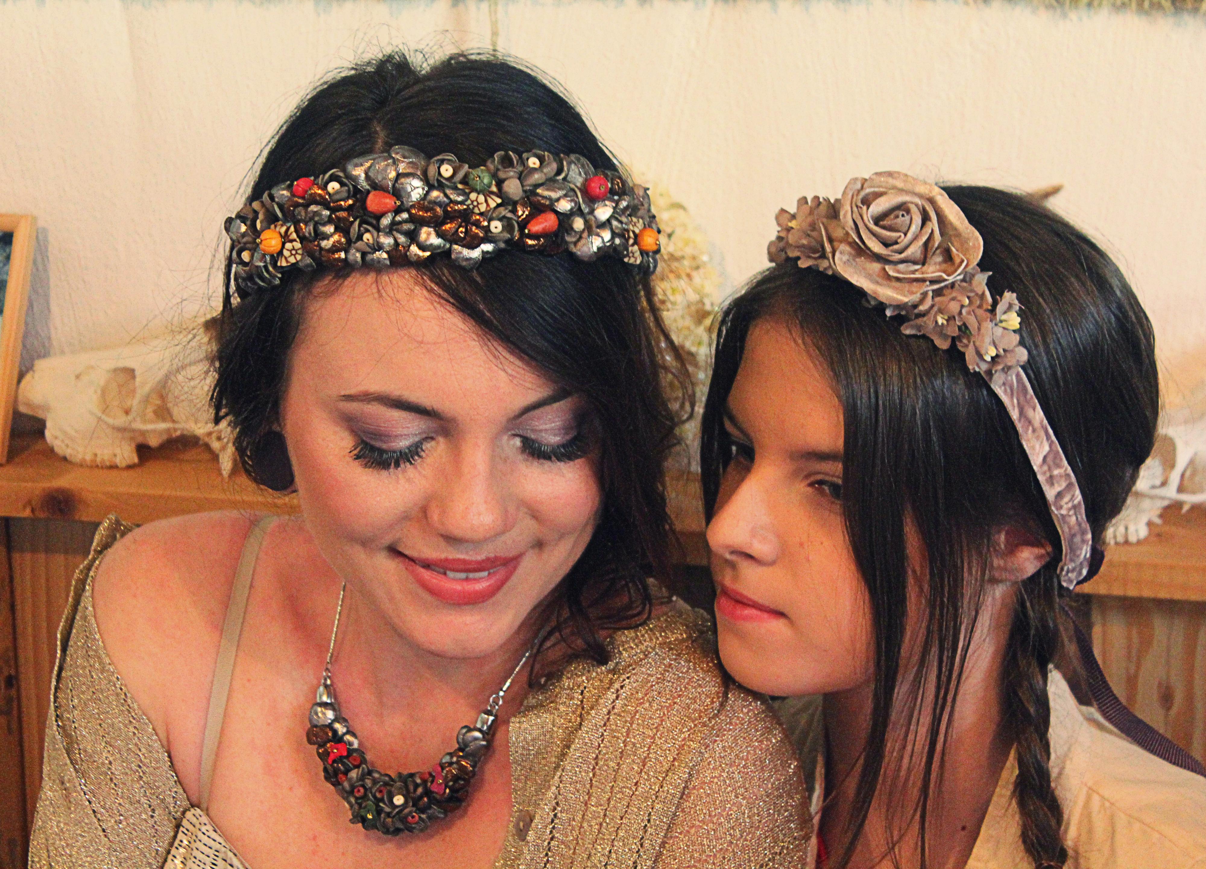 Brautjungfern mit Blütenkranz